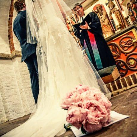 sylt insel nordsee nordfriesland fotomager fotostudio fotograf fotografie professionell hochzeit hochzeitsfotografie wedding couple paar merriage portrait portraitfotografie trauung feier ja shooting hochzeitsshooting emotion freude familie family kirche kirchliche trauung westerland blumen zeremonie pfarrer